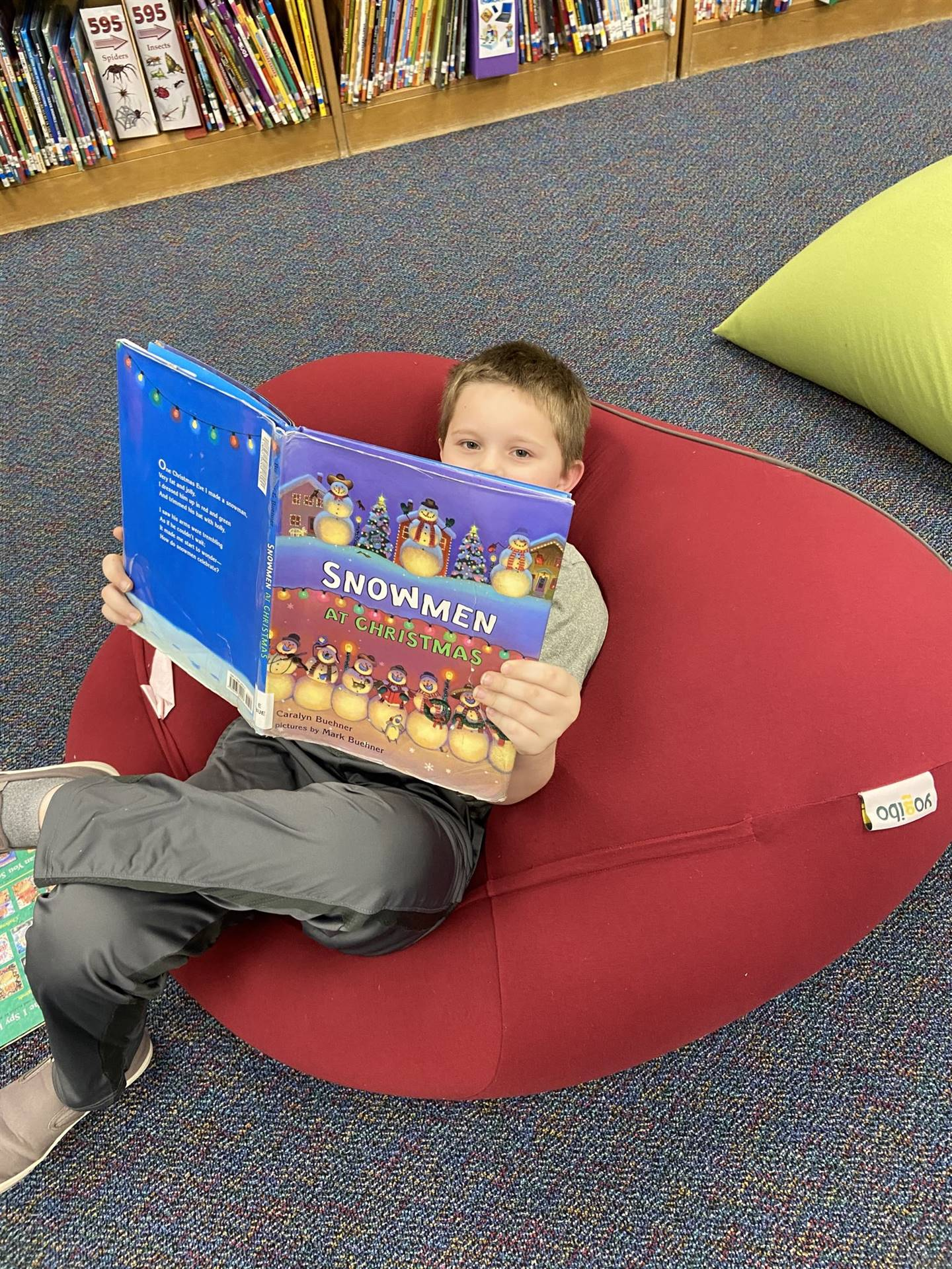 Student reading in Munson Elementary Library - Fall 2019